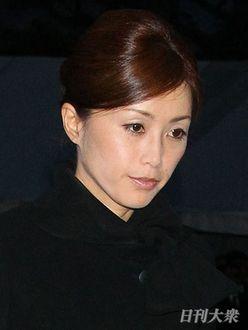 酒井法子に田中美奈子も! アラフィフ女優の「大胆スカート姿」がブーム?
