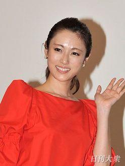 深田恭子、主演ドラマ不振でも続ける「ディーン・フジオカ詣で」