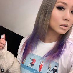 倖田來未、ピンク&パープルの新髪色「くぅちゃんだから似合う」と好評