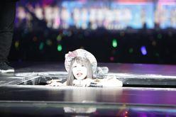 SKE48松村香織が落とし穴で粉まみれ!「AKB48グループ感謝祭」が開幕