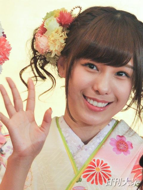 AKB48小嶋菜月「SNSのあざとい写真」を、入山杏奈が猛批判   日刊大衆