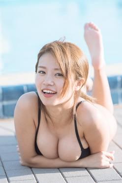 菜乃花「勝利のIカップ」がビーチで濡れて弾けた!【写真28枚】