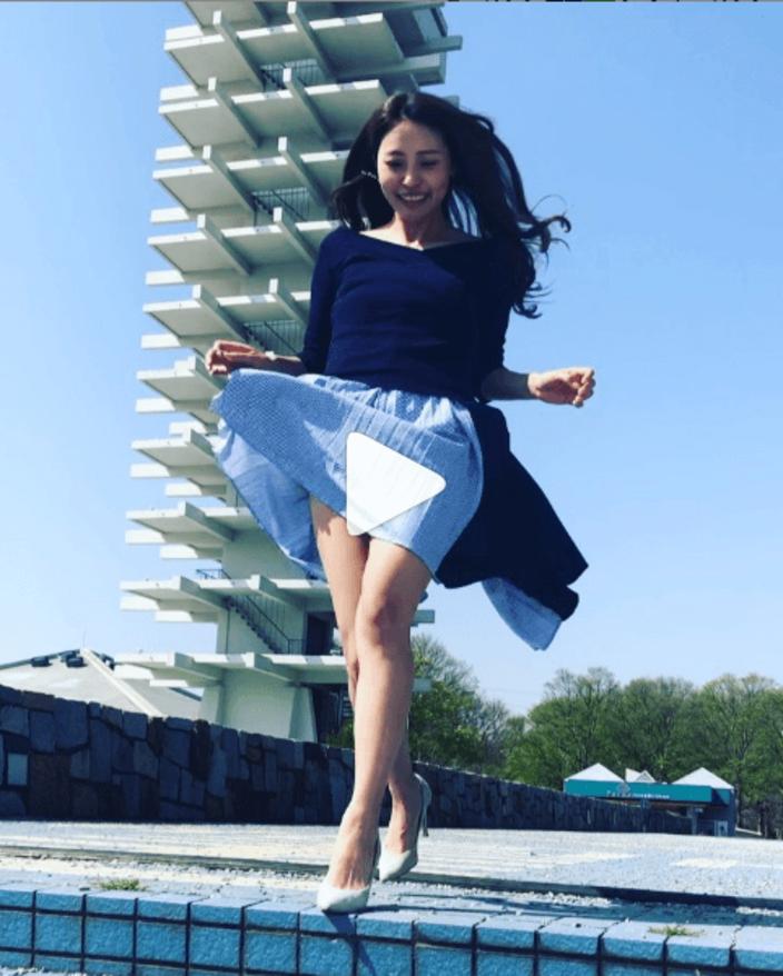 黒澤ゆりか「スカートめくられ」動画が、刺激的!